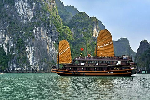 Junk in Halong Bay, Vietnam, Southeast Asia