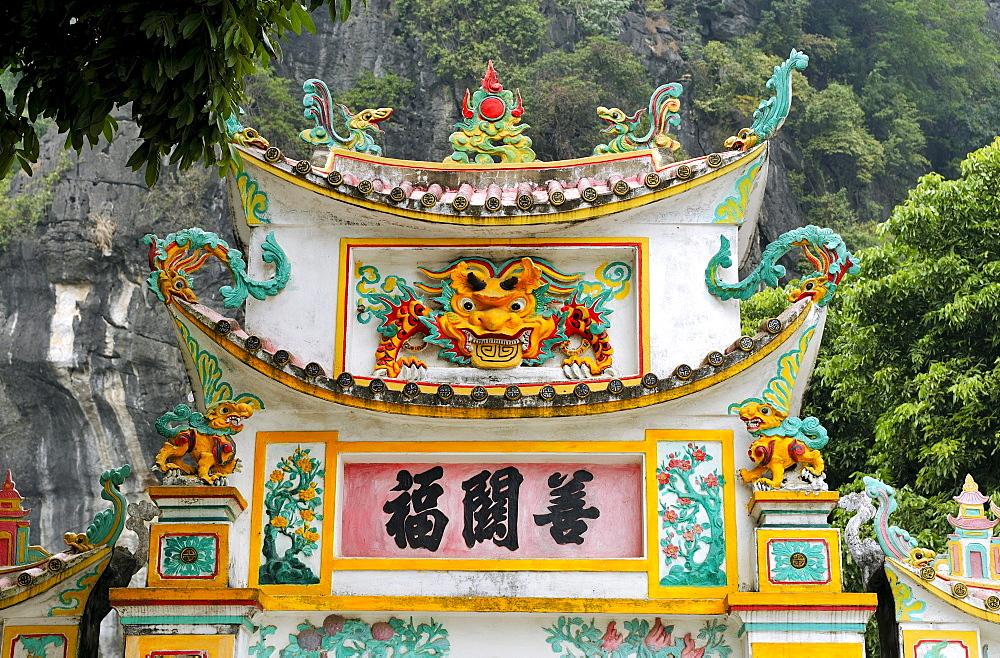 Chua Ban Long, pagoda near Ninh Binh, dry Halong Bay, Vietnam, Southeast Asia