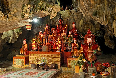 Altar in the Chua Ban Long, pagoda near Ninh Binh, dry Halong Bay, Vietnam, Southeast Asia