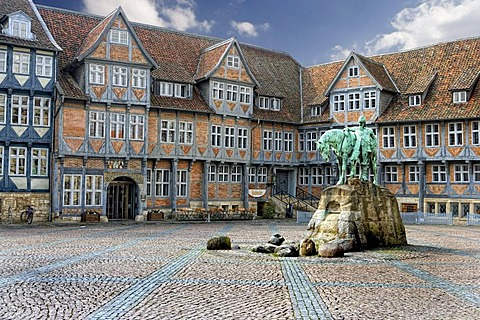 Market square with City Hall and memorial to Duke Augustus the Younger, Wolfenbuettel, Lower Saxony, Germany, Europe