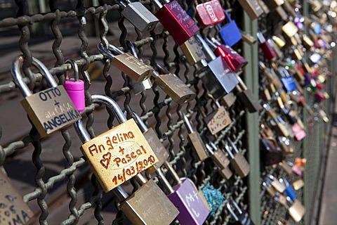 Love locks on the Hohenzollern Bruecke bridge, Cologne, North Rhine-Westphalia, Germany, Europe - 832-143564