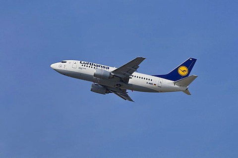 Commercial aircraft Lufthansa Boeing 737-500 named after the town of Iserlohn, during climb, Star Alliance Group, Duesseldorf International Airport, Duesseldorf, North Rhine-Westphalia, Germany, Europe