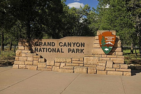 Entrance sign at the south rim of the Grand Canyon, Grand Canyon National Park, Arizona, American Southwest, USA