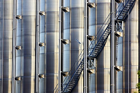 Steep stairs leading up stainless steel tanks, chemical industry, storage tanks for chemical products, Germany, Europe - 832-145306