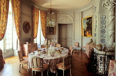 Laid table in the state-room, Montgeoffroy Castle, Maine-et-Loire, Pays de la Loire France, Europe