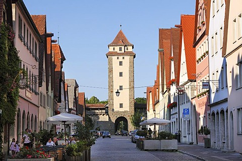 Galgengasse street and Wuerzburger Tor gate, Rothenburg ob der Tauber, Romantic Road, Middle Franconia, Franconia, Bavaria, Germany, Europe