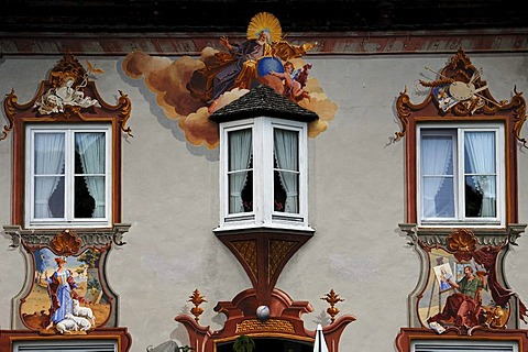 Lueftlmalerei traditional mural on a building facade with a bay window, Hochstrasse, Mittenwald, Upper Bavaria, Bavaria, Germany, Europe
