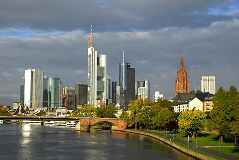 Skyline of the old town and the banking district, Alte Bruecke bridge crossing the Main river, Frankfurt am Main, Hesse, Germany, Europe