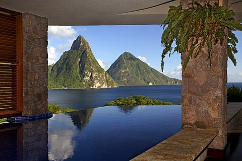 Infinity pool in suite, Pitons mountains, Jade Mountain luxury hotel, Saint Lucia, Windward Islands, Lesser Antilles, Caribbean, Caribbean Sea - 832-149858