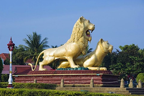 Golden lions at the Golden Lion Traffic Circle, Ochheuteal Beach, Sihanoukville, Cambodia, Indochina, Southeast Asia