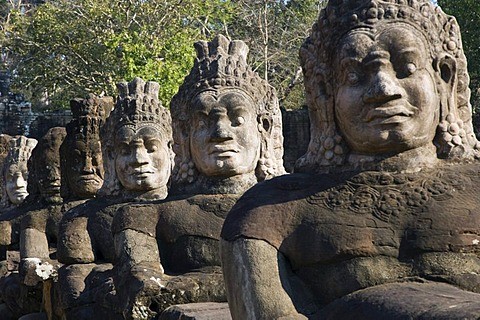 Guardian statues at Angkor Thom temple, South Gate, Temples of Angkor, Siem Reap, Cambodia, Indochina, Southeast Asia