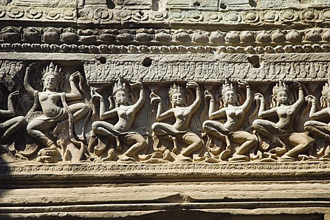Stone carving of Apsara dancers, Preah Khan Temple, Temples of Angkor, Siem Reap, Cambodia, Indochina, Southeast Asia