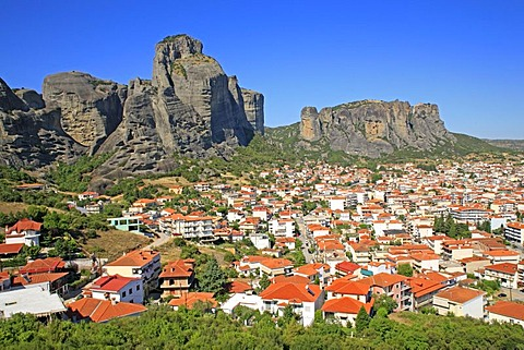 Panoramic views over Kalambaka at the foot of the Meteora Rocks, Thessaly, Greece, Europe