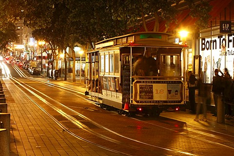 Evening with a cable car on Powell Street in San Francisco, California, USA, North America