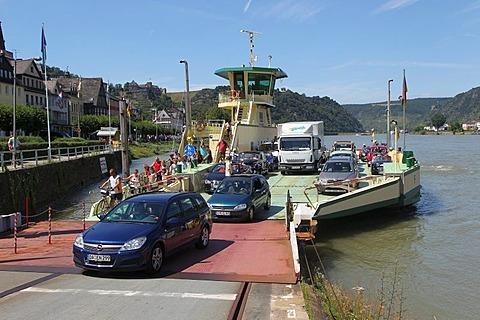 Rhine ferry Loreley VI between St Goar and St Goarshausen, St Goar, Rhineland-Palatinate, Germany, Europe