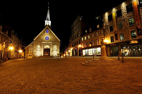Place Royal square and the Eglise Notre-Dame-des-Victoires church, Quebec City, Quebec, Canada