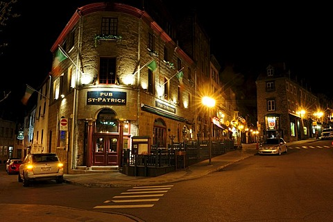 Night mood in the Rue Saint Jean in the historic old town of Quebec City, Quebec, Canada