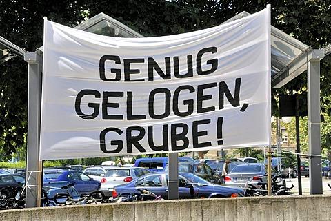 Demonstration against the remodelling, Projekt Stuttgart 21, in front of the main station in Stuttgart, Baden-Wuerttemberg, Germany, Europe