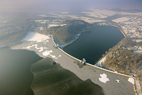 Aerial photo, Moehne Dam and Moehnesee Reservoir with ice, snow, winter, North Rhine-Westphalia, Germany, Europe