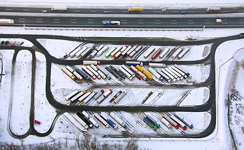 Aerial photo, Rhynern, A2 Autobahn, highway petrol station and rest stop, snow-covered truck parking area, Hamm, Ruhr area, North Rhine-Westphalia, Germany, Europe