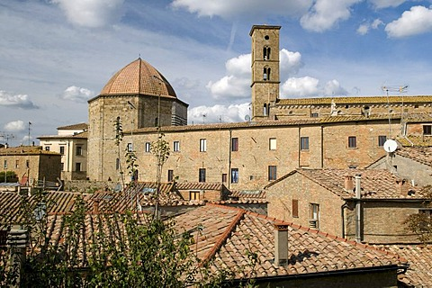 Town view with Baptistery and Santa Maria Assunta cathedral, Volterra, Tuscany, Italy, Europe