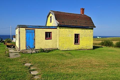 Farmhouse on the treeless meadows of Ile d'Entree, Entry Island, Iles de la Madeleine, Magdalen Islands, Quebec Maritime, Canada, North America