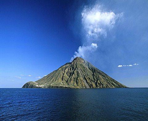 Stromboli Island, volcano, eruption, clouds of ash, Aeolian Islands, Sicily, Italy