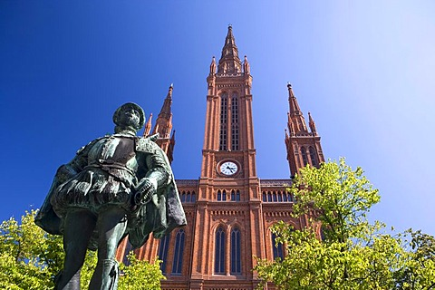 Monument to William I, Prince of Orange, Count of Nassau, in front of the Market Church in Wiesbaden, Hesse, Germany, Europe