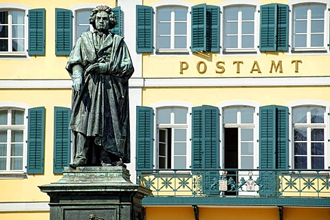 The Beethoven monument on the Muensterplatz square, Bonn, North Rhine-Westphalia, Germany, Europe