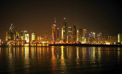 Night shot of the Doha skyline, Doha, Qatar, Persian Gulf, Middle East, Asia