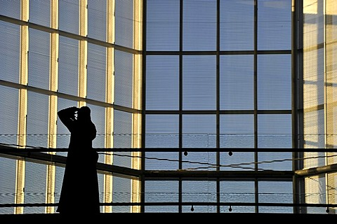 Photographer in traditional dress with abayah and veil, inner shot of the atrium, Museum of Islamic Art, designed by I.M. PEI, Corniche, Doha, Qatar, Persian Gulf, Middle East, Asia