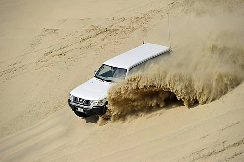 Ruptured tire of an off-roader 4500 Nissan Patrol 4500 Fuel Injection 4x4, driving in sand dunes, Emirate of Qatar, Persian Gulf, Middle East, Asia