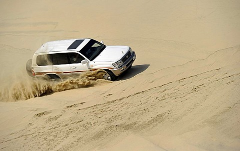 Off-roader Toyota Land Cruiser 4x4, driving in sand dunes, Emirate of Qatar, Persian Gulf, Middle East, Asia