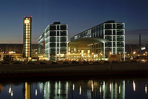 Berlin central station at night, by architects Gerkan, Marg and Partner, with the Spree river and the promenade at the Kapelleufer, Tiergarten district, Berlin, Germany, Europe