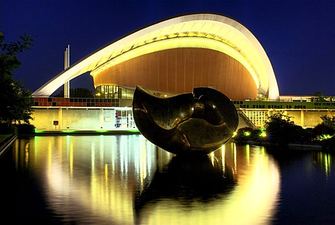 "Haus der Kulturen der Welt, HKW, House of World Cultures, with bronze sculpture ""Large Divided Oval: Butterfly"" by Henry Moore, former Berlin Congress Hall, the ""pregnant oyster"", built for the Internationale Bauausstellung Interbau 1957 International Bui"