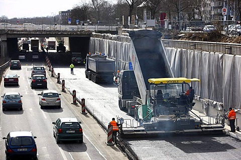 Motorway road works on the Autobahn A59, Duisburg city centre in the travel direction of Duesseldorf, renewal of the road surface, tarmacing with road rollers, Duisburg, North Rhine-Westphalia, Germany, Europe