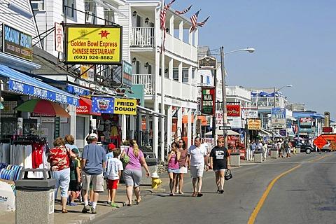 Hampton Beach tourists, New Hampshire, New England, USA