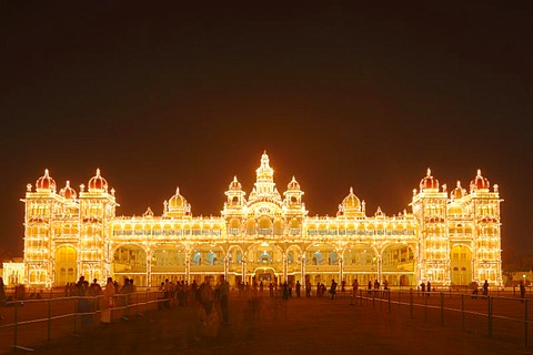 Maharaja's Palace, Mysore Palace, Amba Vilas, illumination on a Sunday with light bulbs, Mysore, Karnataka, South India, India, South Asia, Asia