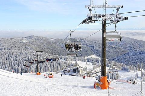 Ski-lift on Mt. Seebuck, an outlier of the 1493m high Mt. Feldberg in the Black Forest, Landkreis Breisgau-Hochschwarzwald district, Baden-Wuerttemberg, Germany, Europe