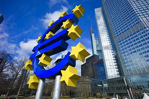 Symbol of the euro currency in front of the European Central Bank, ECB, Eurotower, Frankfurt am Main, Hesse, Germany, Europe
