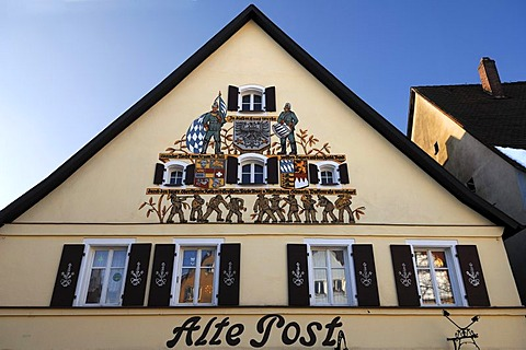 """Detail of the facade of the former """"Alte Post"""", inn and post office until 1885, historical painting by George Prell, 1927, Am Marktplatz, Graefenberg, Upper Franconia, Bavaria, Germany, Europe"""