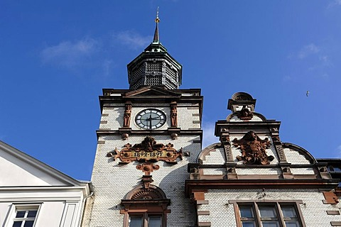 Ornate tower with clock tower and gable with the old coat of arms of Mecklenburg, main post office, built from 1892 to 1897 in Neo-Renaissance style, Mecklenburgstrasse, Schwerin, Mecklenburg-Western Pomerania, Germany, Europe