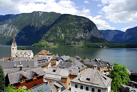 View of Hallstatt at the Hallstaetter See, Lake Hallstatt, UNESCO World Heritage Site, Salzkammergut, Alps, Upper Austria, Europe