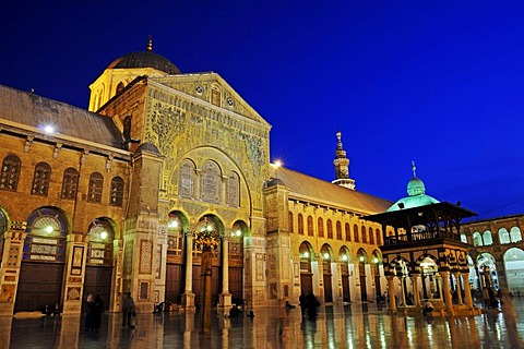 Dusk after sunset, in the courtyard of the Umayyad Mosque in Damascus, Syria, Middle East, Asia