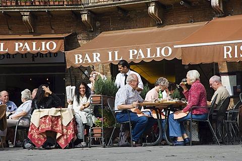 Street cafe, restaurant, Piazza del Campo, Siena, Tuscany, Italy, Europe