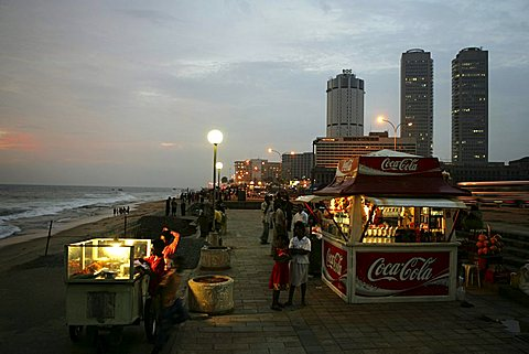 LKA, Sri Lanka, Capital Colombo, City center, GAlle Face Drive, Prommenade at the Indian Ocean.