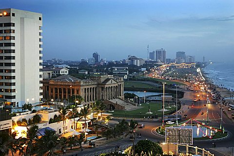 LKA, Sri Lanka, Capital Colombo, City center, GAlle Face Drive, Prommenade at the Indian Ocean. Business district.
