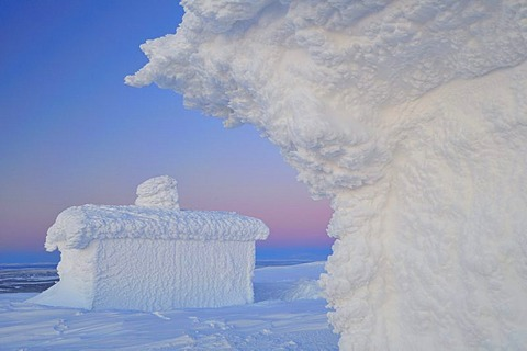 Hut covered with thick frost on Mt. Dundret, Gaellivare, Norrbotten, Lapland, Sweden, Scandinavia, Europe