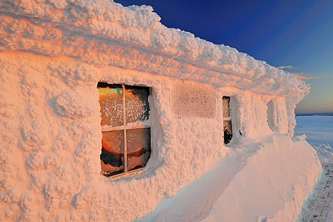 Hut covered with a thick frost on Dundret Mountain, Gaellivare, Norrbotten, Lapland, Sweden, Scandinavia, Europe - 832-171666