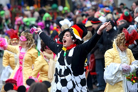 Carnival parade on Fat Thursday in Muelheim-Kaerlich, Rhineland-Palatinate, Germany, Europe